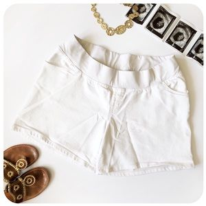 {{ Liz Lange }} Maternity White Low Waist Shorts